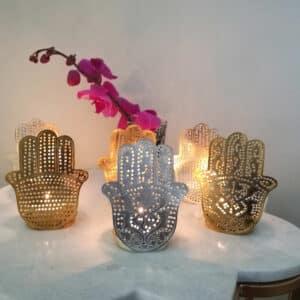 Marokkanische Teelichter in Gold mit der Hamsa Hand von der Marke Zenza aus Metall. Teelichthalter im marokkanischen Wohnstil für die Dekoration