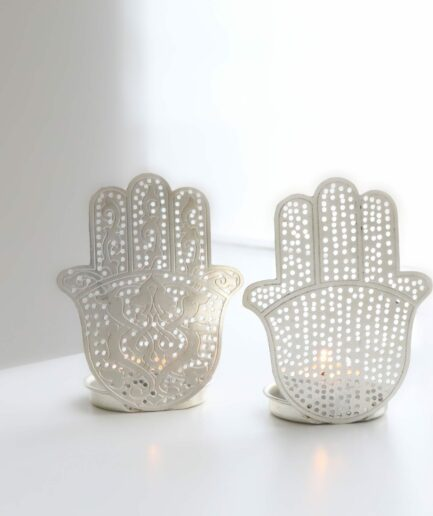 Hamsa Hand Dekoration in Silber aus Metall für eine traumhaft schöne Deko im marokkanischen Look. Entdecke unsere Hamsa Teelichter in Silber & Gold im Shop