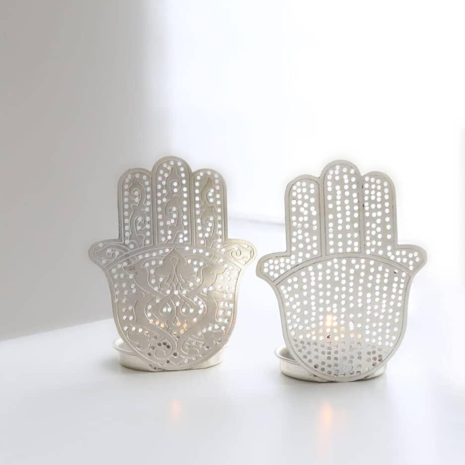 Teelichthalter mit Hamsa Hand in Silber aus Metall im marokkanischen Look von der Marke Zenza. Orientalische Kerzenhalter bei Soulbirdee kaufen