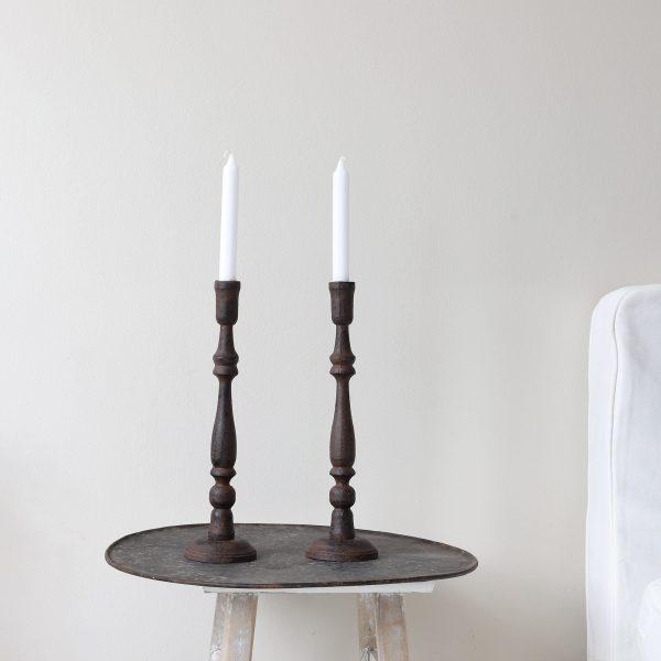Dunkelbraune Skandi Kerzenständer aus Metall. Onlineshop Soulbirdee
