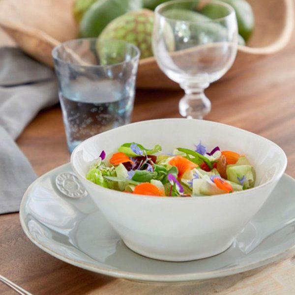 Schüssel aus Steinzeug für das Müsli, Salat oder Snacks. Das Geschirr von Costa Nova überzeugt durch sein robustes Material und ist pflegeleicht