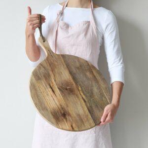 Holzbrett für Pizza mit Griff und 40 cm Durchmesser. Das runde Holzbrett mit Griff hat eine Aufhängung aus Leder. Servierbrett, Rundes Holzbrett kaufen