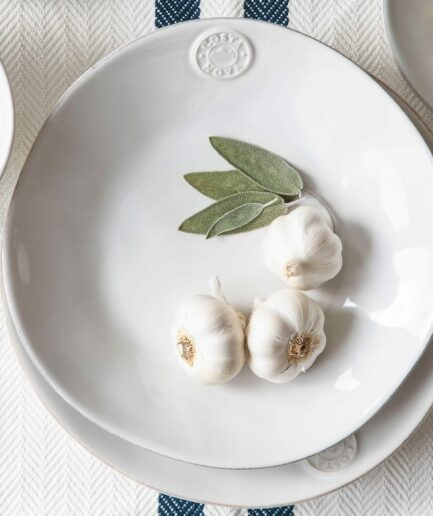 Pastateller aus Steinzeug im mediterranen Stil von der Marke Costa Nova! Robustes, spülmaschinenfestes Geschirr aus Steingut bei Soulbirdee kaufen