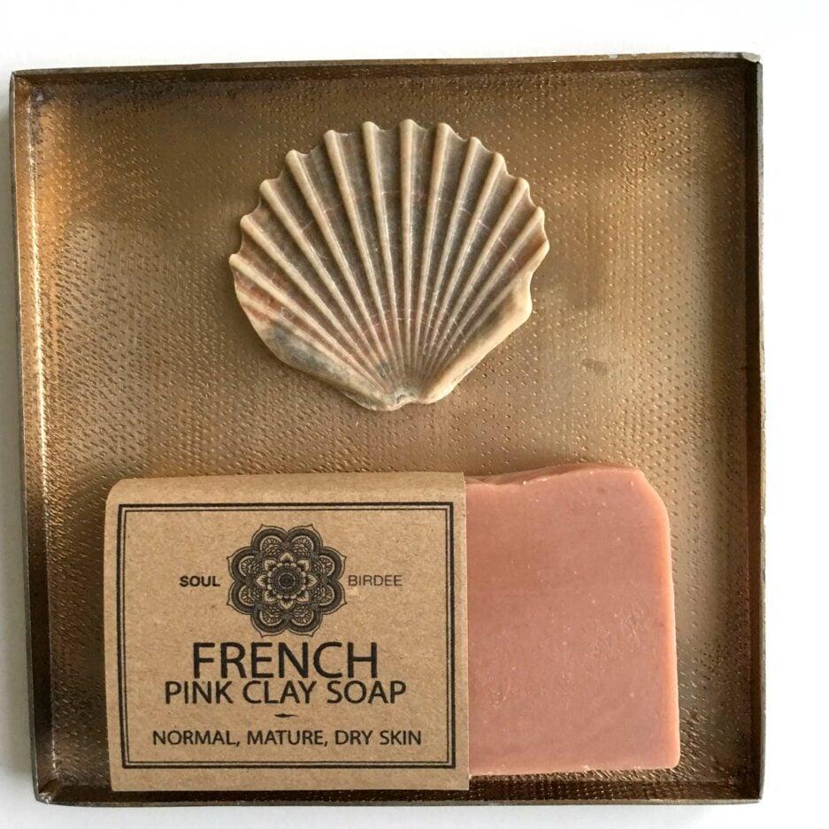 Bio Seife mit rosa Tonerde für das Gesicht. Vegane Pink Clay Seife für empfindliche, trockene Haut, Mischhaut. Handgemacht, Three Hill Soap, Soulbirdee Onlineshop