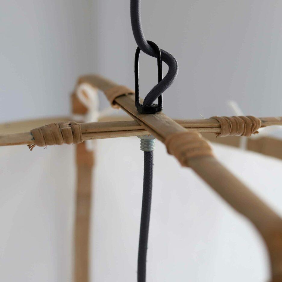 Boho Lampe aus weißem Leinen & Bambus ♥ Detail der Aufhängung ♥ Hängelampe / Lampenschirm aus Leinen Bespannung ♥ Zum Aufhängen an die Decke ♥ Strandhaus Stil