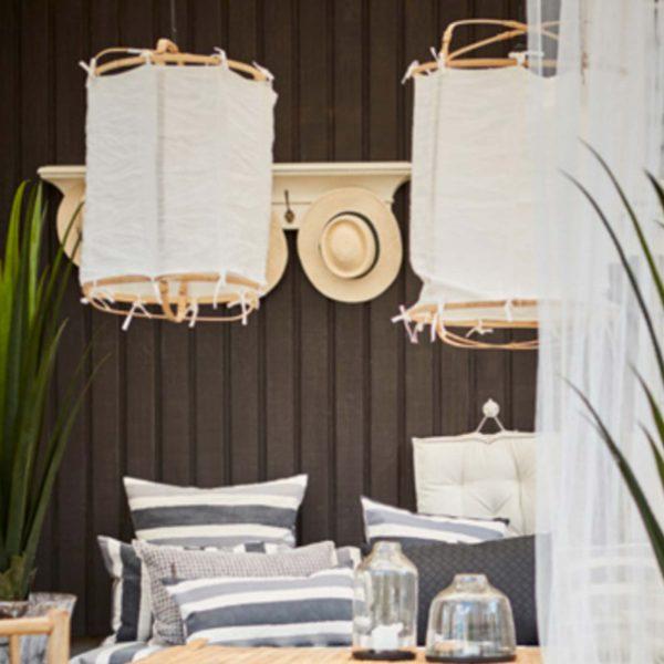 Weißer Lampenschirm aus Leinen und Bambus im Boho Wohnstil. Affari. Lampe / Leuchte / hängende Bohemian Dekoration zum Aufhängen an die Decke im Strandhaus Stil. WohnDeko