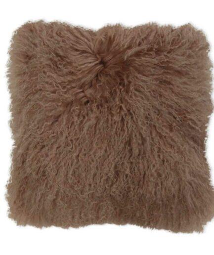 Braunes Fellkissen aus Schaffell in 40 x 40 cm von Kinzler Home.Kissen aus Fell für die Couch und das Sofa im skandinavischen Stil