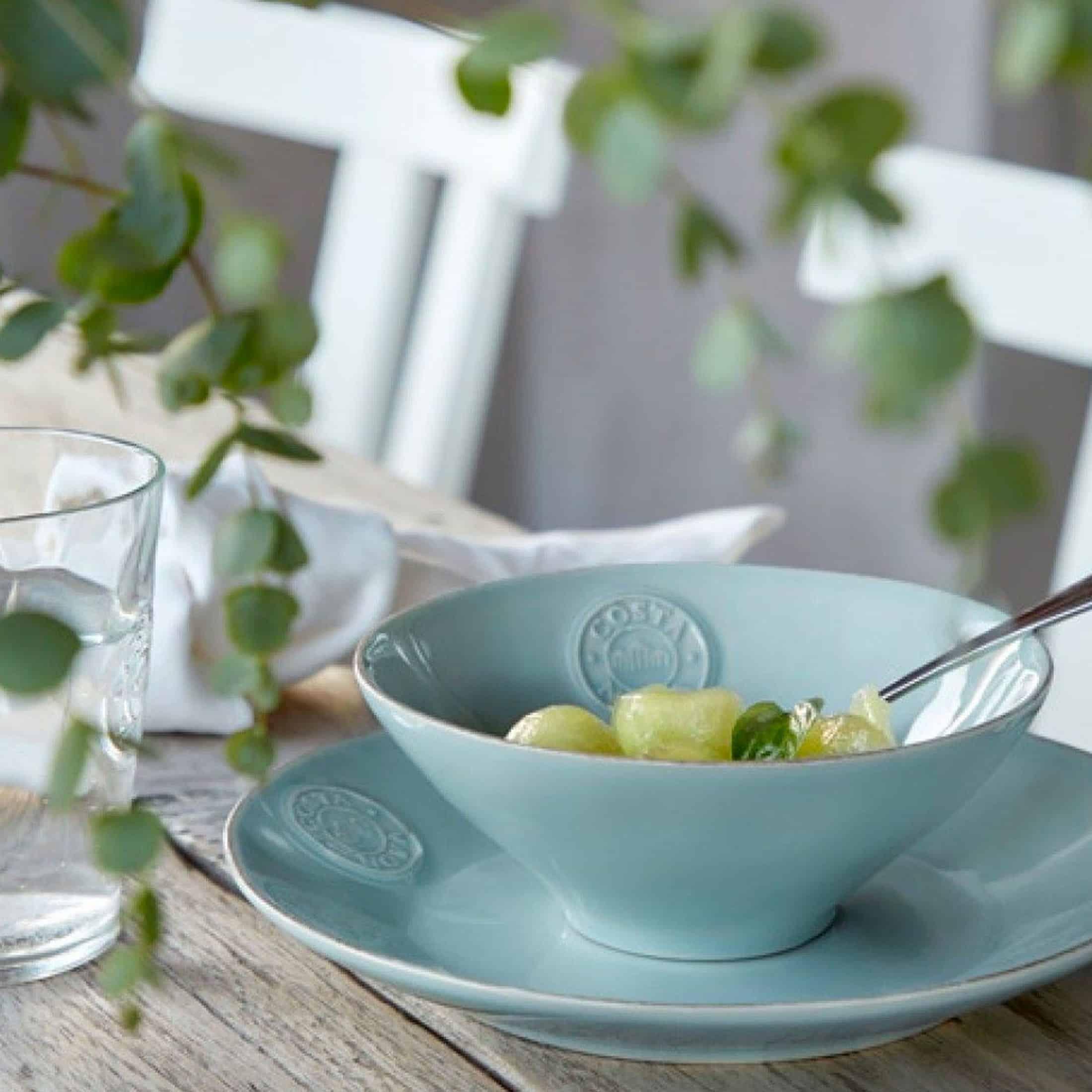 Kuchenteller aus Steingut für Salat, das Müsli, Suppe oder Snacks. Robustes Material, pflegeleicht und für Spülmaschine und Mikrowelle und Gefrierer geeignet.