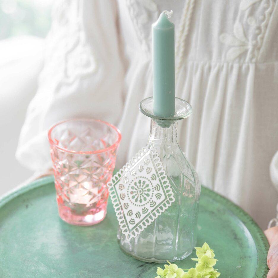 """Kleine Vase für eine Blume aus Glas """"Gänseblümchen"""" zum Dekorieren von Blumen auf einem Deko Tablett. Entdecke unsere süßen Blumenvasen aus Skandinavien"""