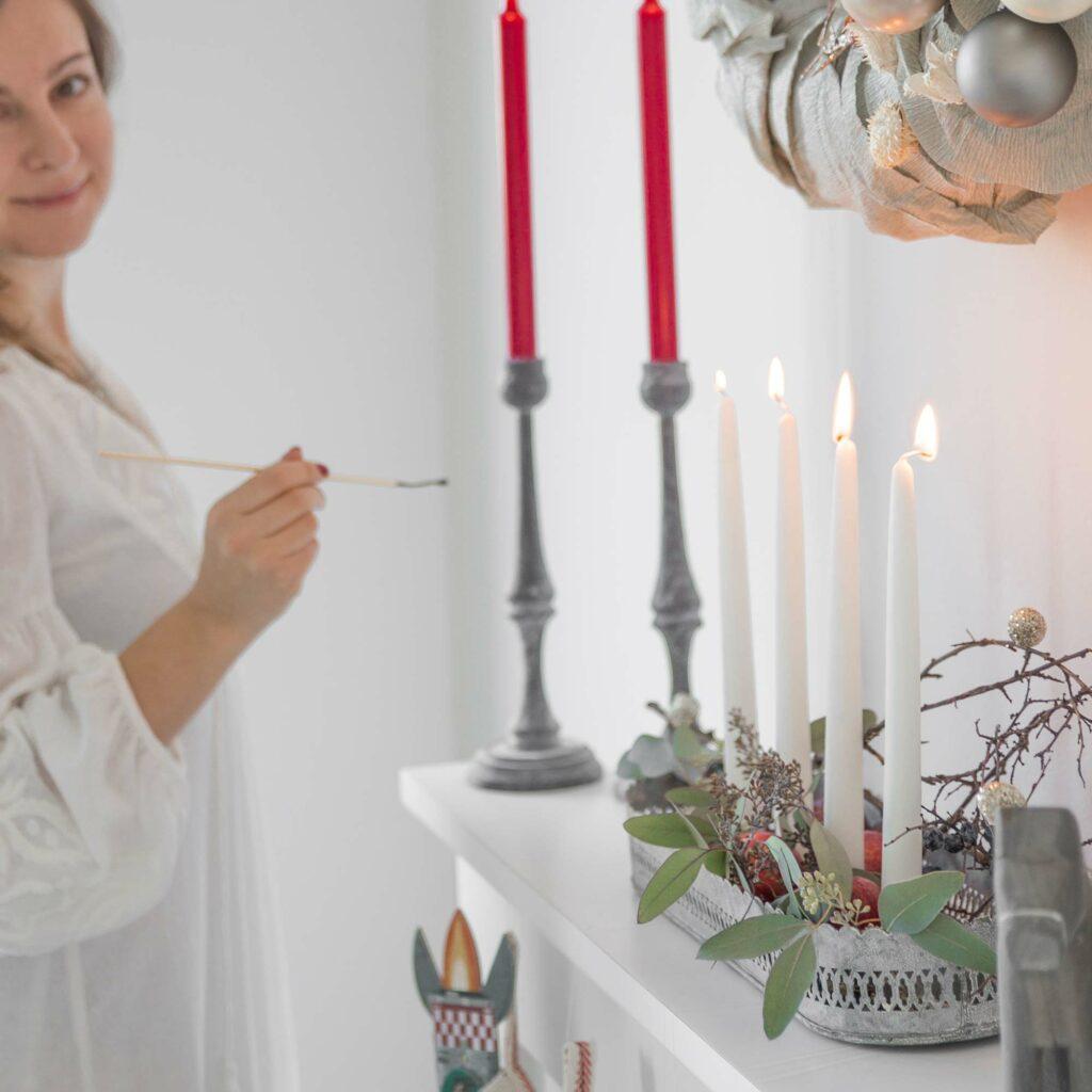 Kerzenhalter aus Zink für 4 Kerzen im Shabby chic Stil verzaubert die Weihnachtszeit. Entdecke die skandinavische Weihnachtsdekoration und unsere schöne Deko