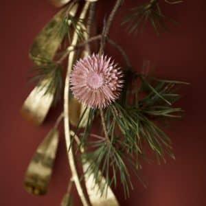 Getrocknete Blumen für die Dekoration in Rosa aus echten Blumen von der Marke Bungalow DK. Rosa Blumen für den Adventskranz und die Herbstdekoration im Bohemian Stil