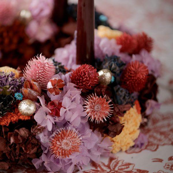 Plastikblumen in Gold für die Dekoration des Adventskranz und der Herbstdeko. Die goldenen Beeren aus Plastik schmücken den Tannenkranz im eleganten Stil