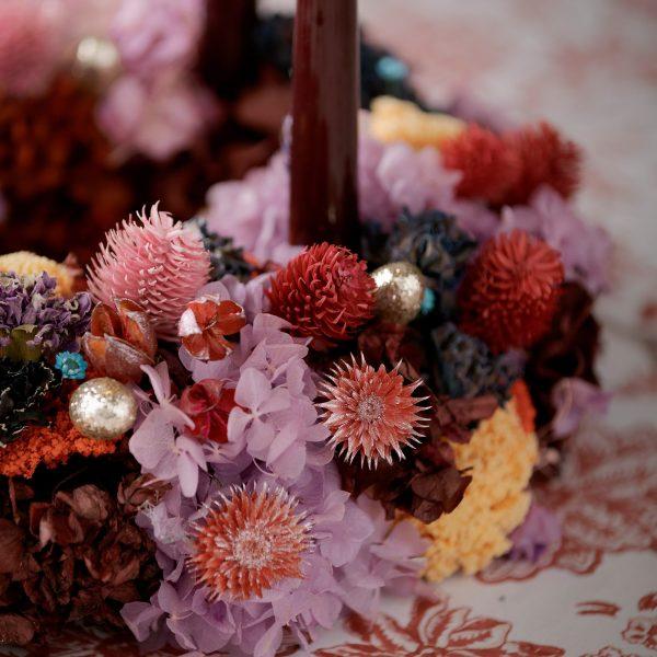 Getrocknete Blumen für die Dekoration in Pastellfarben und Rosa. Rosa Strohblumen für die Deko des Adventskranz und für Blumengestecke im Boho Wohnstil.