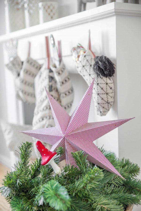 Weihnachtsstern aus Papier in Pink und Weiß mit Glitzer von der skandinavischen Marke Bungalow DK. Der große Stern aus Papier ist unsere Bohemian Deko an Weihnachten | Onlineshop