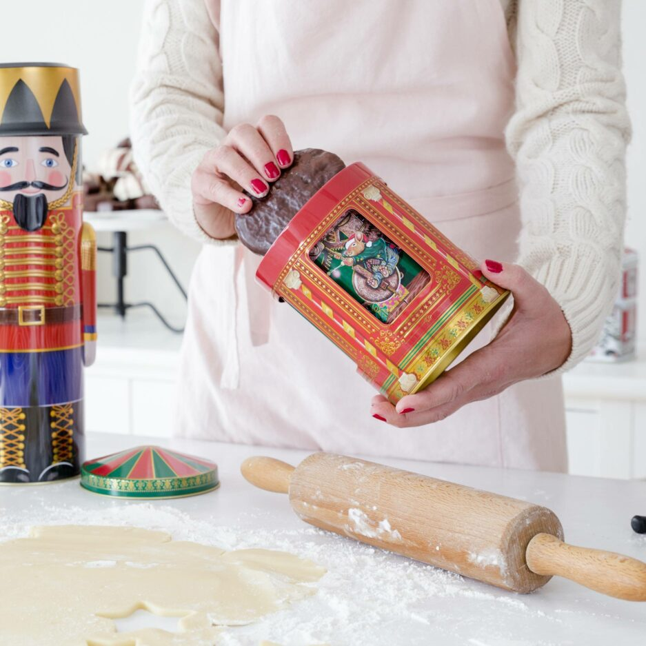 Keks-Dose als Karussell ♥ Schöne Keksdose aus England. Das Karussell mit den Mäusen in der Mitte dreht sich und spielt Musik ☆ Blech-Dose für Plätzchen online kaufen | Onlineshop