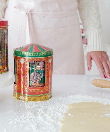 Spieluhrdose Karussell ♥ Schöne Keksdose aus England. Das Karussell mit den Mäusen in der Mitte dreht sich und spielt eine Melodie ☆ Blech-Dose für Plätzchen online kaufen | Onlineshop
