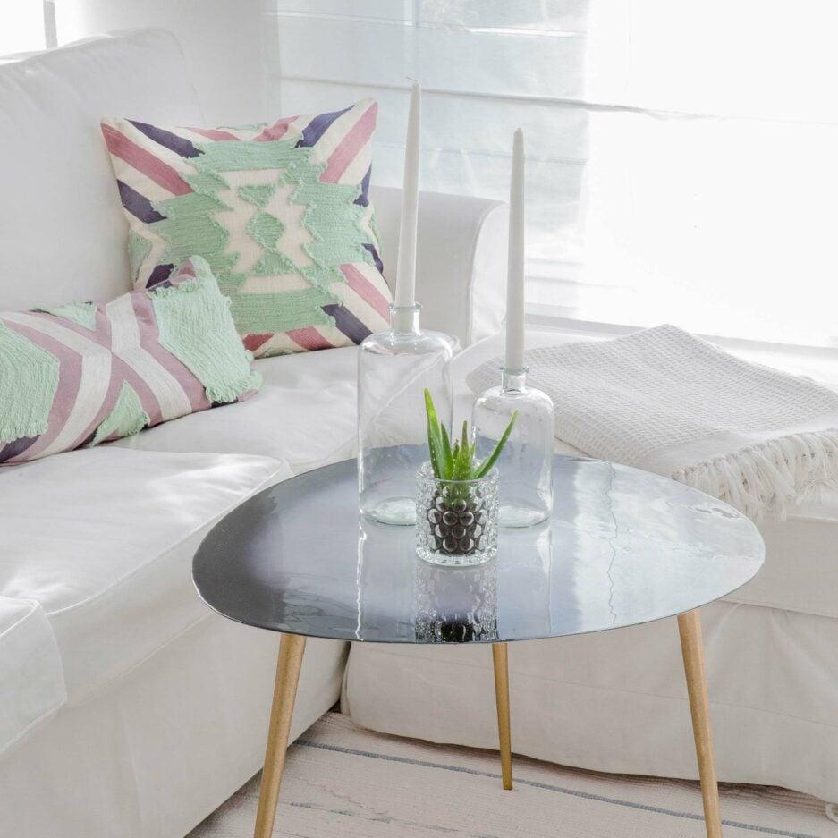 Gestreiftes Kissen im Bohemian Wohnstil in 45 x 45 cm aus Baumwolle. Besonderes Kissen mit Streifen von Liv Interior im angesagten Boho Wohnstil