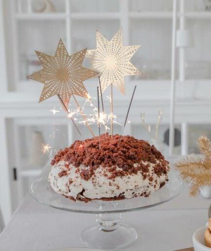 Stern für den Adventskranz aus goldenem Messing mit einem Dorn. Entdecke die Weihnachtsdekoration von der Marke C´est Bon aus Schweden