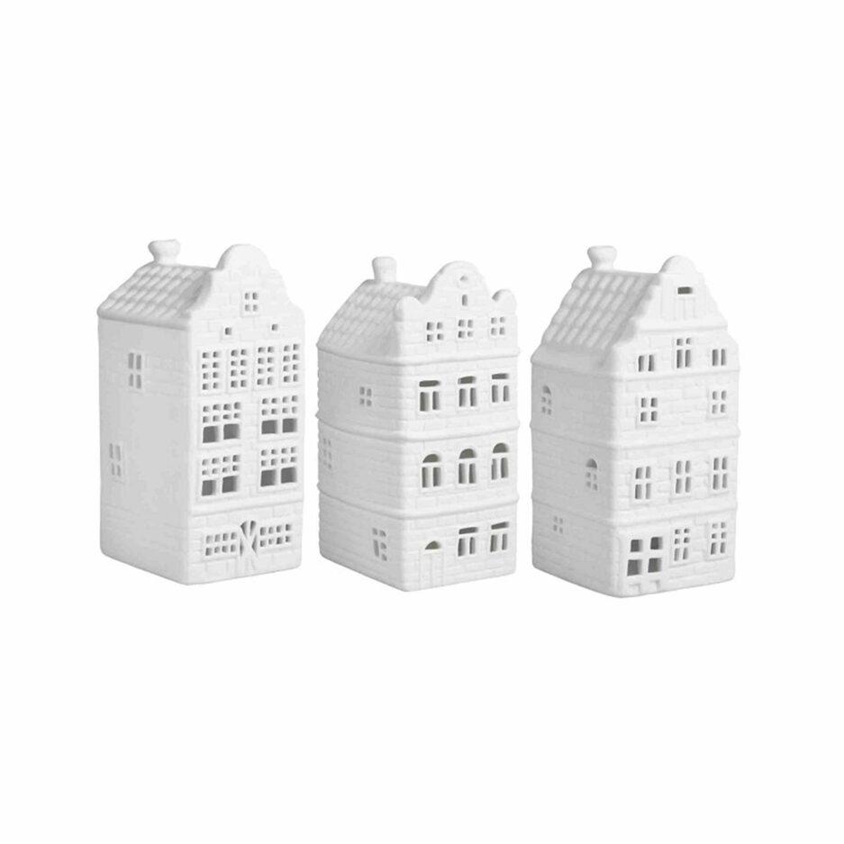 Teelichter in Hausform aus weißem Porzellan für die Dekoration im skandinavischen Wohnstil. Teelichter in der Form eines Haus in Amsterdam von der Marke Klevering