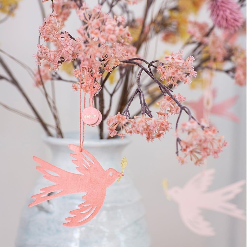 Papier Dekoration Anhänger in der Figur eines Vogel für den Frühling und für Ostern