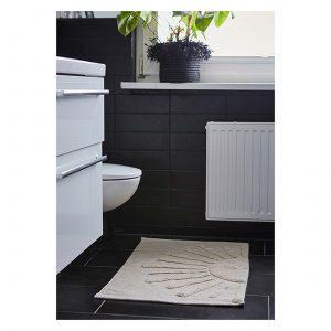 Rechteckiger Badezimmerteppich in 90 x 60 cm aus Bio Baumwolle, waschbar und ökotex zertifiziert! Der weiße Teppich hat eine weiße Sonne als Motiv und ist von Liv Interior