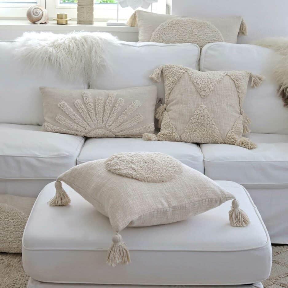 Boho Berber Kissenbezug in Mauve aus Baumwolle in 45 x 45 cm von Liv Interior. Traumhafte Kissen mit Bommel & Fransen finden Sie auf Soulbirdee.com