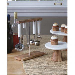Tortenständer mit Marmorplatte und 28 cm Durchmesser von Be Home für Kuchen und Torten. Marmor Tortenständer im nordischen Design für Cupcakes und Kuchen