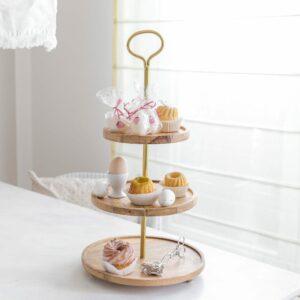 Holz Etagere von der Trendmarke Madam Stoltz zum anrichten von Speisen und Dekoration. Entdecken Sie unsere Auswahl an Etageren & Kuchenständern