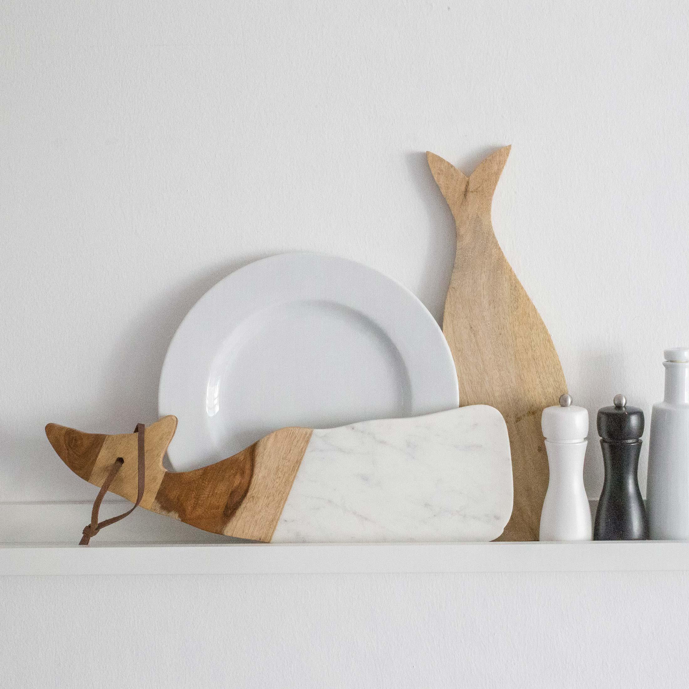 HolzBrett aus lebensmittelechtem Mangoholz mit Marmor | in Form eines süßen Walfisches. Entdecken Sie die hochwertigen Schneidebretter von der Marke Be Home