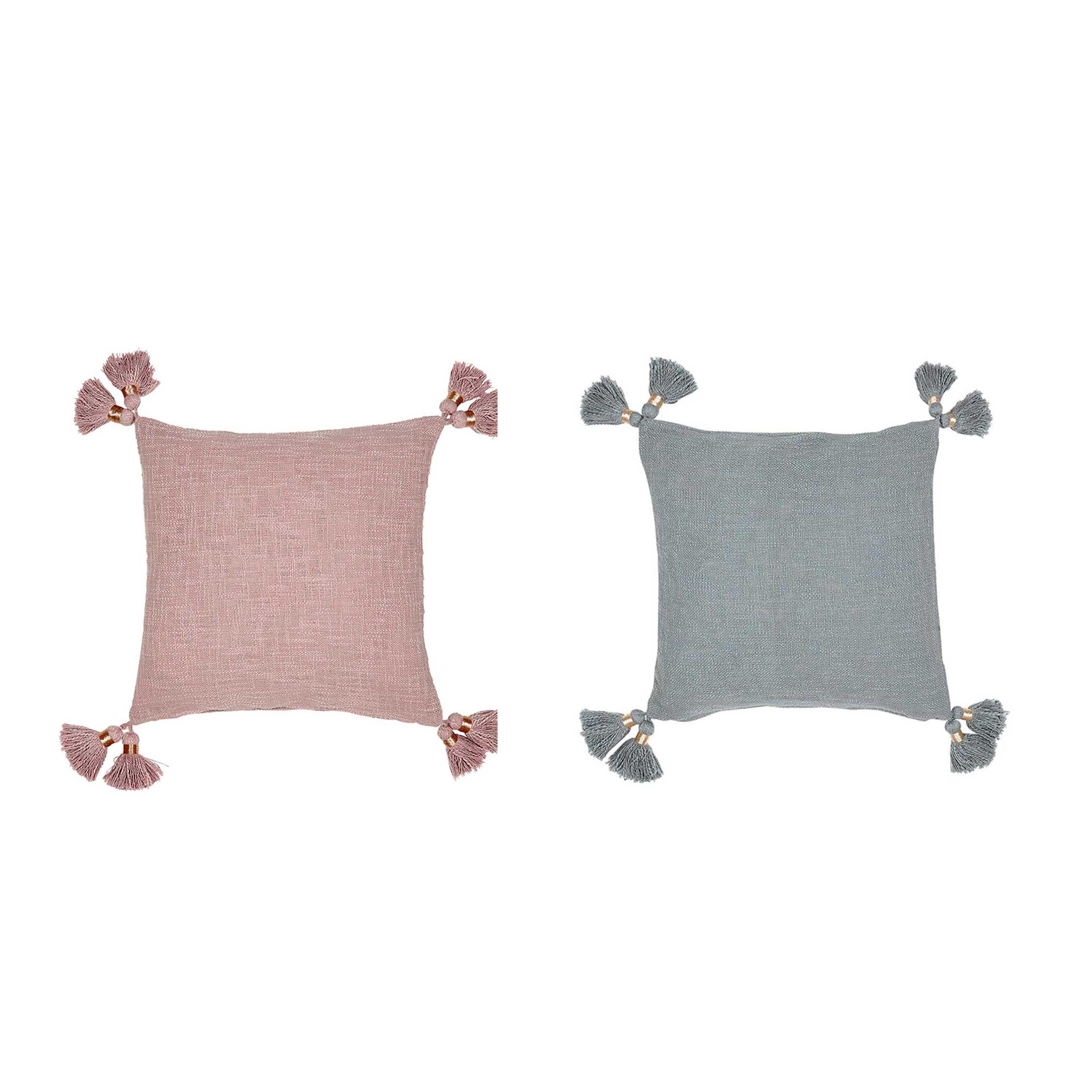 Deko Kissen in Grau sowie Rosa in 45 x 45 cm aus Bio Baumwolle mit süßen Bommeln von der Trendmarke Liv Interior. Entdecke die Deko Kissen in Rosa & Grau für das Sofa