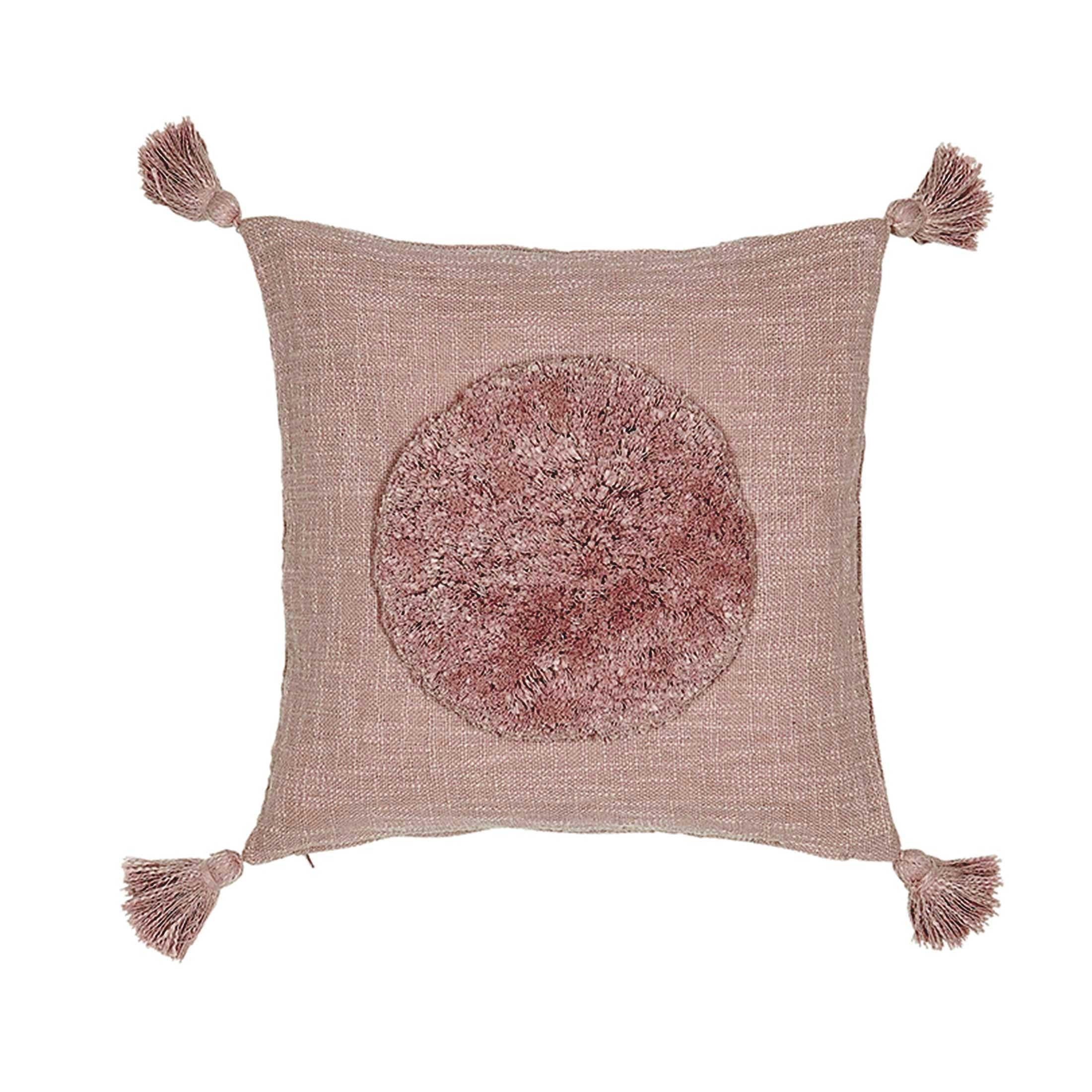 Deko Kissen in Mauve aus Baumwolle in 45 x 45 cm von der Marke Liv Interior. Traumhafte Kissen mit Bommel und Fransen finden Sie auf Soulbirdee.com
