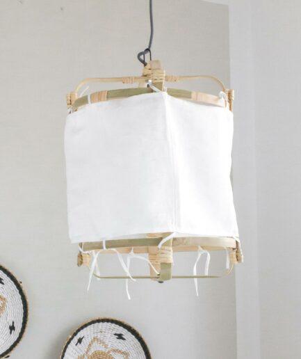 Lampenschirm aus Leinen und Bambus zum Binden im Bohemian Wohnstil. Deckenlampe mit 30cm Durchmesser für sanftes Licht bei Soulbirdee kaufen