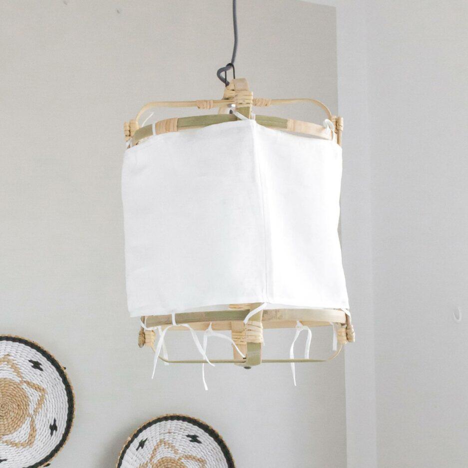 Lampenschirm aus Leinen & Bambus für die Decke im Bohemian Stil. Hängelampe aus Stoff mit 30 cm Durchmesser als Esstischlampe bei Soulbirdee kaufen