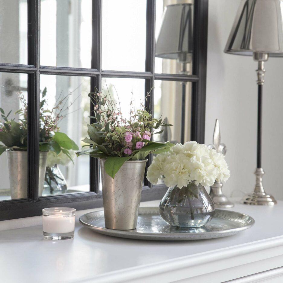 Blaue GLASVASE aus getigertem Glas von der nordischen Marke Affari. Entdecke skandinavische Wohndekoration und besondere Unikate auf Soulbirdee.com
