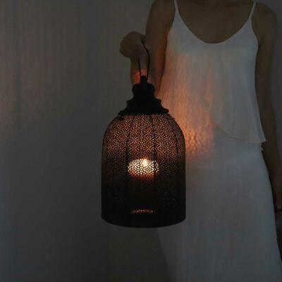 Marokkanisches Windlicht in Schwarz mit 32cm Höhe aus Metall mit wunderschönem Muster. Kerzenschein & Windlicht im orientalischen Stil
