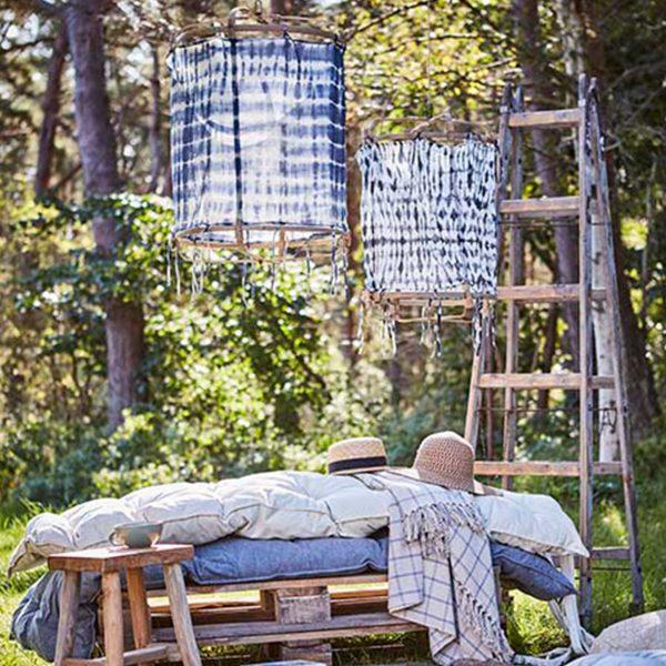 Lampenschirm aus Bambus M für Ihre Einrichtung im Strandhaus Stil. Zu den beliebten Lampen gibt es verschiedene Stoffbezüge. Weiß, Blau, Beige, Batik, Ibiza