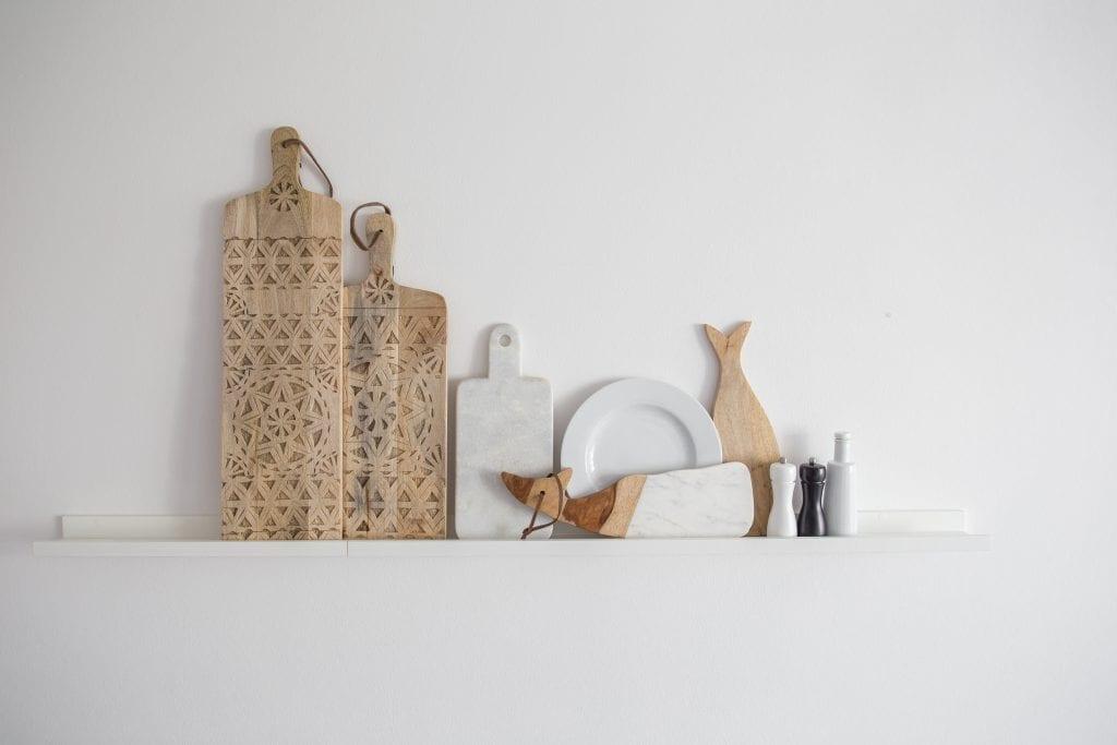 Tablett aus Holz zum Dekorieren als Küchendeko und Wanddeko. Schneidebrett oder Dekobrett mit Tribal Muster