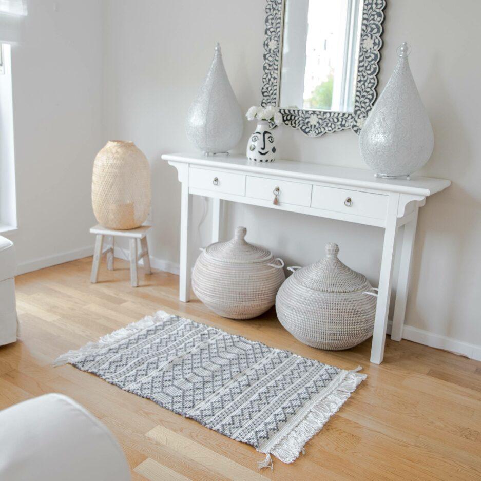 Outdoor Teppich aus Recycling Plastik in Grau/Weiß | von Liv Interior