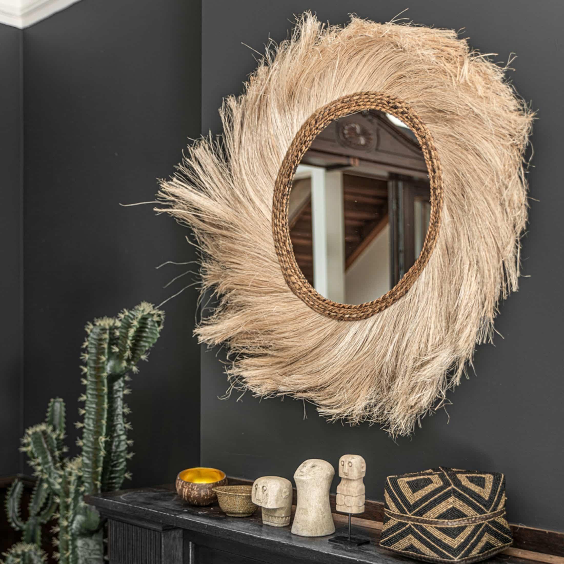 Bohemian Spiegel aus Naturmaterial mit 90cm Durchmesser von der Marke Bazar Bizar. Runder Wandspiegel im Boho / Ibiza Look jetzt entdecken