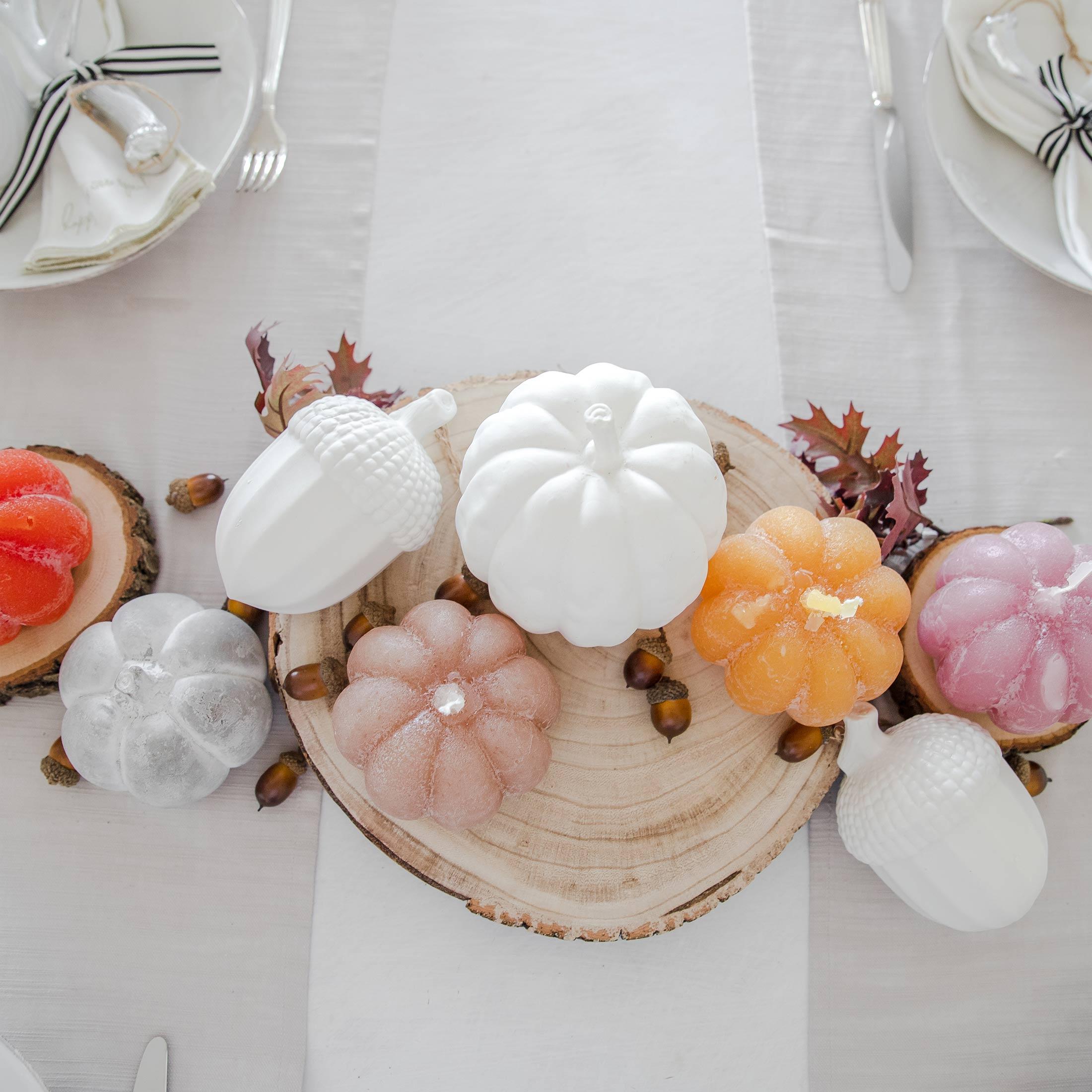 Kürbis Kerze aus Paraffin Wachs für die Dekoration im Herbst, 50 Stunden Brenndauer. Kerzen in Kürbisform in vielen Farben des Herbst