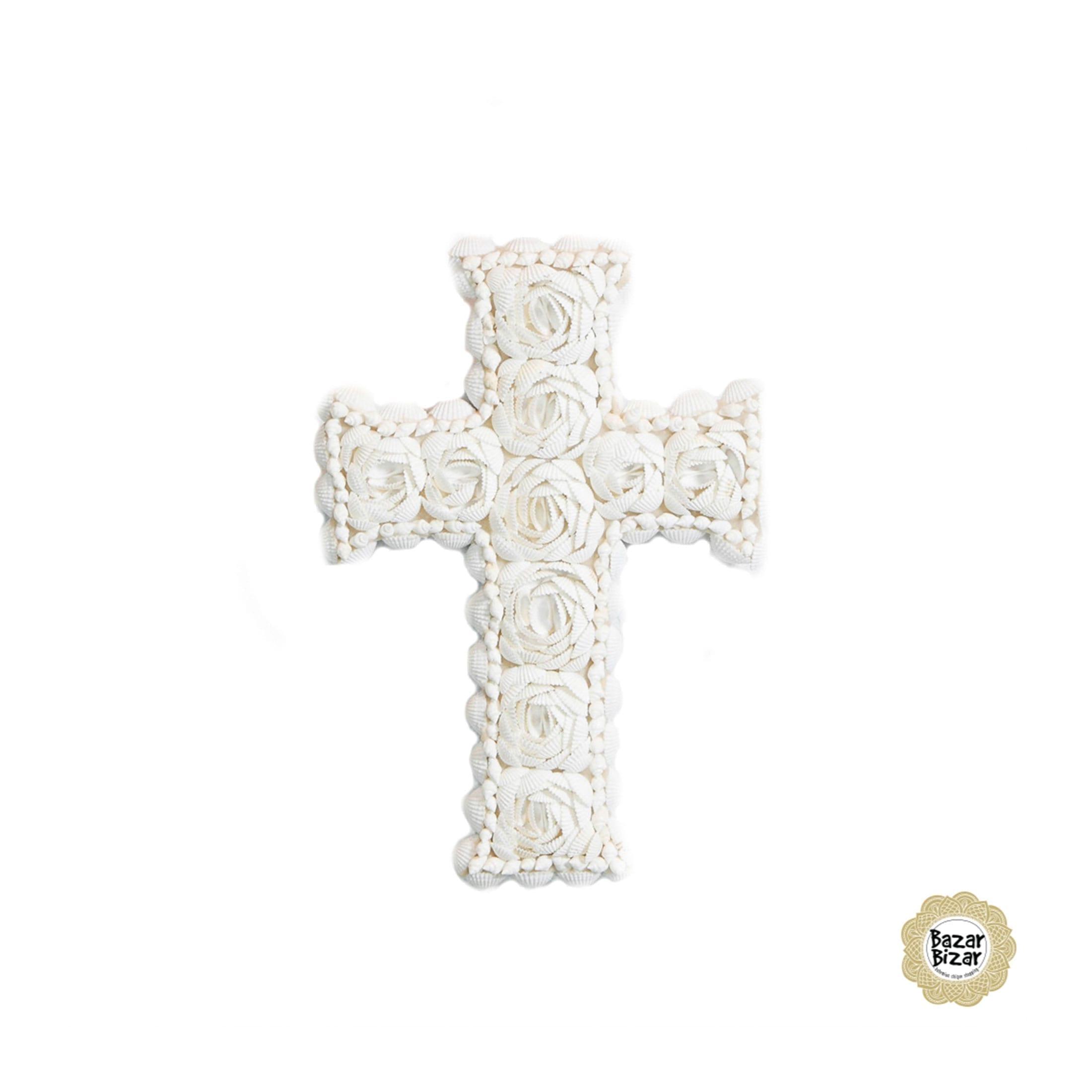 Kreuz aus Muscheln als Interior Dekoration im Boho Stil. Geschenk zum Verschenken an der Kommunion, zur Geburt oder für die Dekoration im maritimen Bohemian Stil. Entdecke weitere Muschel Deko