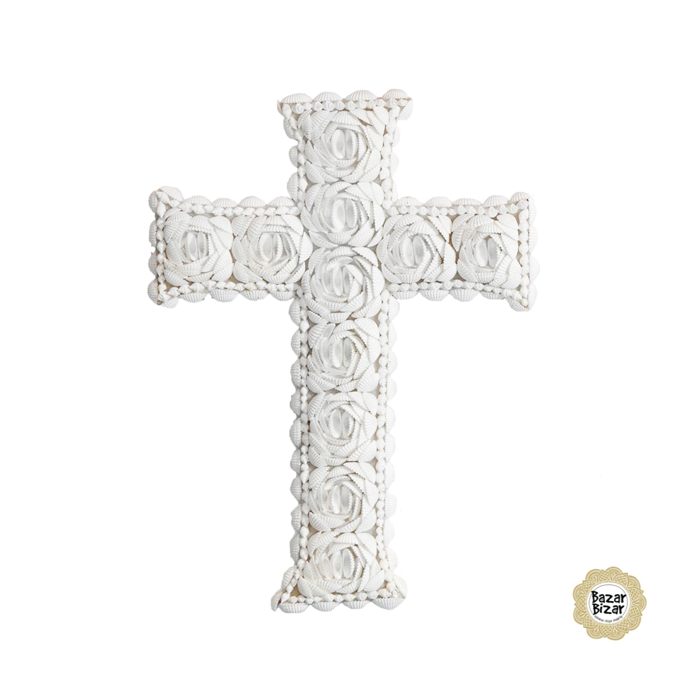 Kreuz aus Muscheln zum Verschenken an der Kommunion, zur Geburt oder für die Dekoration im maritimen Bohemian Stil. Entdecke weitere Muschel Deko