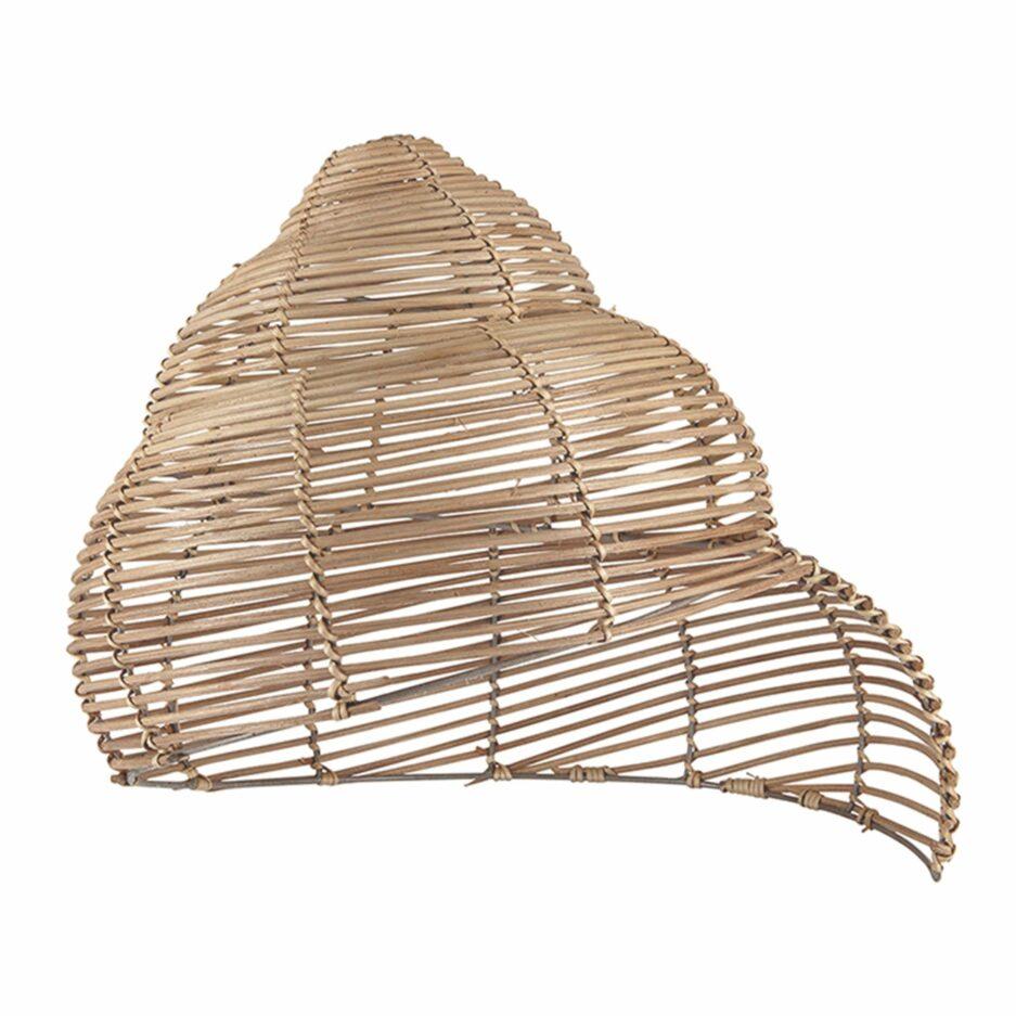 Lampenschirm aus Skandinavien in der Form einer Schnecke Aus Rattan hergestellt im skandinavischen Stil von Liv Interior. Mit 40 cm perfekt als Hängelampe über dem Esstisch