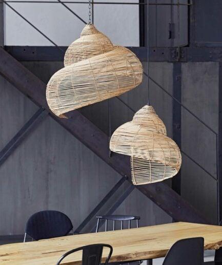 Lampenschirm Oyster aus Skandinavien in der Form einer Muschel aus Rattan, von Liv Interior. 2er Set Hängelampen im maritimen Wohnstil