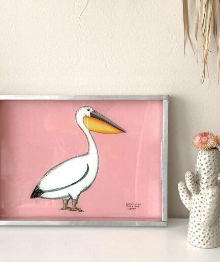 Leichtes Tablett aus Afrika mit Pelikan als Hinterglas-Malerei. Das Dekotablett im Ibiza Stil besteht aus Aluminium und Glas. Onlineshop SOULBIRDEE