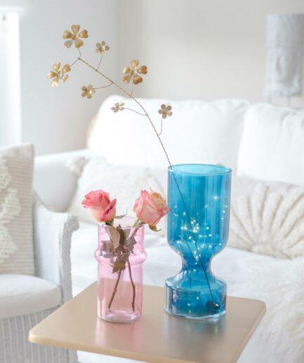 Blume aus Messing als Dekor. Die filigrane Deko aus Metall in der Farbe Gold kommt von der skandinavischen Marke Bungalow | Deko-Accessoires kaufen