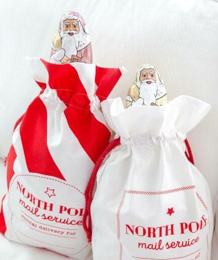 Nikolaussack in 2 Designs mit roten Streifen von der Marke Jline. Die großen Nikolaus-Säcke sind im skandinavischen Look für Weihnachten