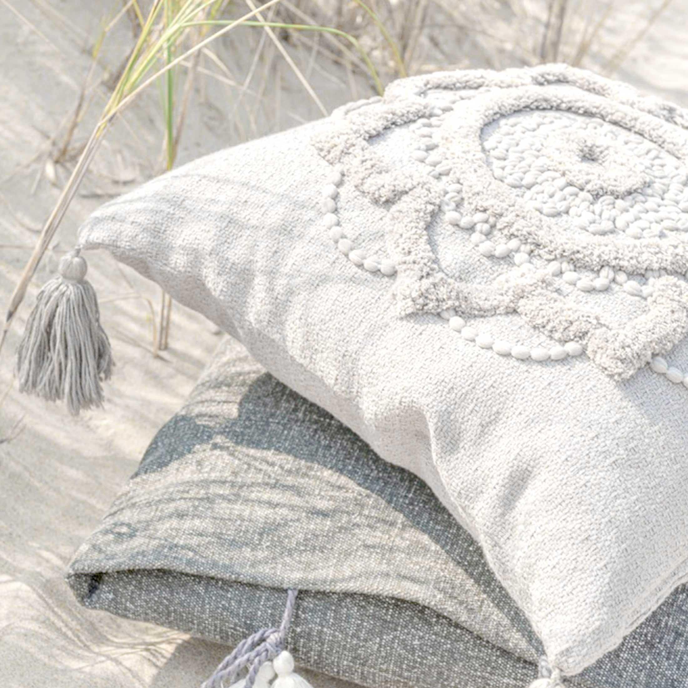 Bohemian Kissen in Weiß im Boho Style ♥ Quasten-Kissen aus Baumwolle mit einem orientalischen Muster | Soulbirdee Onlineshop, netter Service