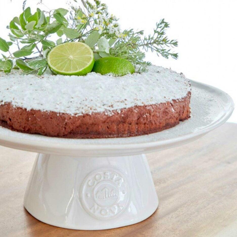 Weißer Kuchenständer mit Fuß und Logo Branding ♥ Der Tortenständer ist aus robustem Steinzeug & in Portugal hergestellt ♥ Soulbirdee Onlineshop