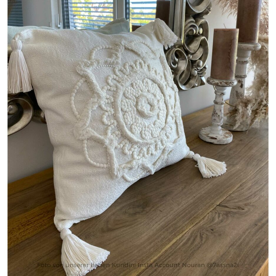 Bohemian Kissen in Weiss im Boho Style ♥ Quasten-Kissen aus Baumwolle mit einem orientalischen Muster | Soulbirdee Onlineshop, netter Service